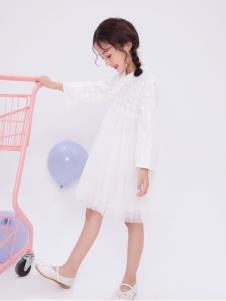 宝儿汪白色连衣裙