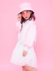 寶兒汪粉色外套