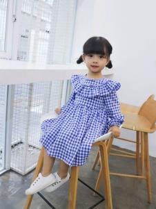 宝儿汪格子裙