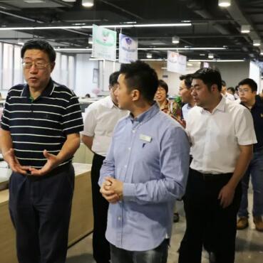 國家統計局貿易外經統計司劉金鐘副司長一行調研永翼實業,助力童裝企業發展