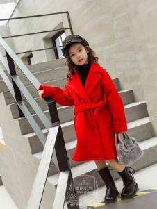 维尼叮当红色大衣