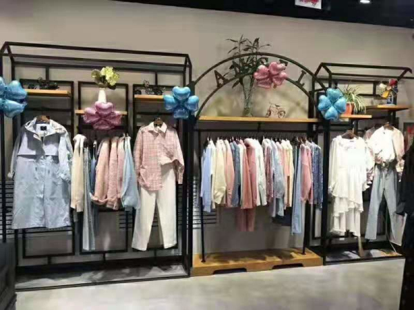 Angel HanCheng天使韩城新疆领先步行街店盛大开业