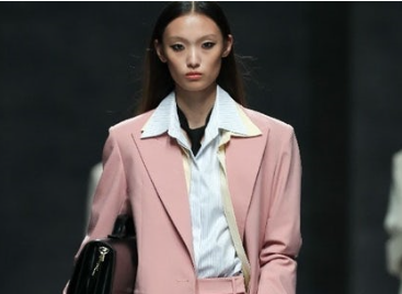 上海时装周开幕大秀 Lily商务时装足够戏剧化
