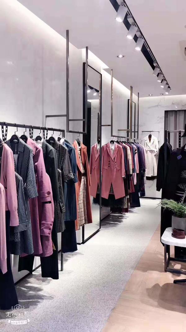 热烈祝贺莱芙·艾迪儿 LIFE·IDEA女装重庆涪陵店开业大吉!