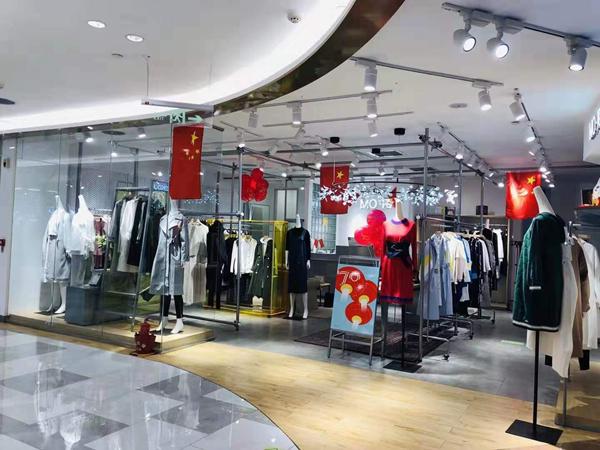 MO·陌女装品牌实体店品牌旗舰店店面