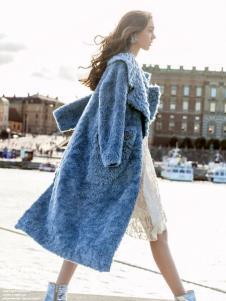 春美多蓝色大衣