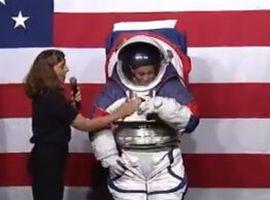 NASA公开新宇航服 月球漫步再也不怕摔倒