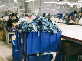 "Prada:再生尼龙让奢侈品变得更加""奢侈"""