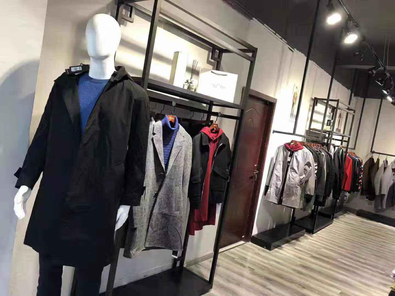 现在开服装店怎么做?做哪个品牌好呢