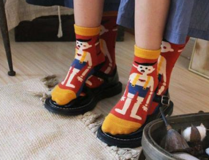 93年二孩爸爸在四季青卖中国风袜子火了!