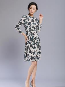 千桐女裝冬季新款印花連衣裙