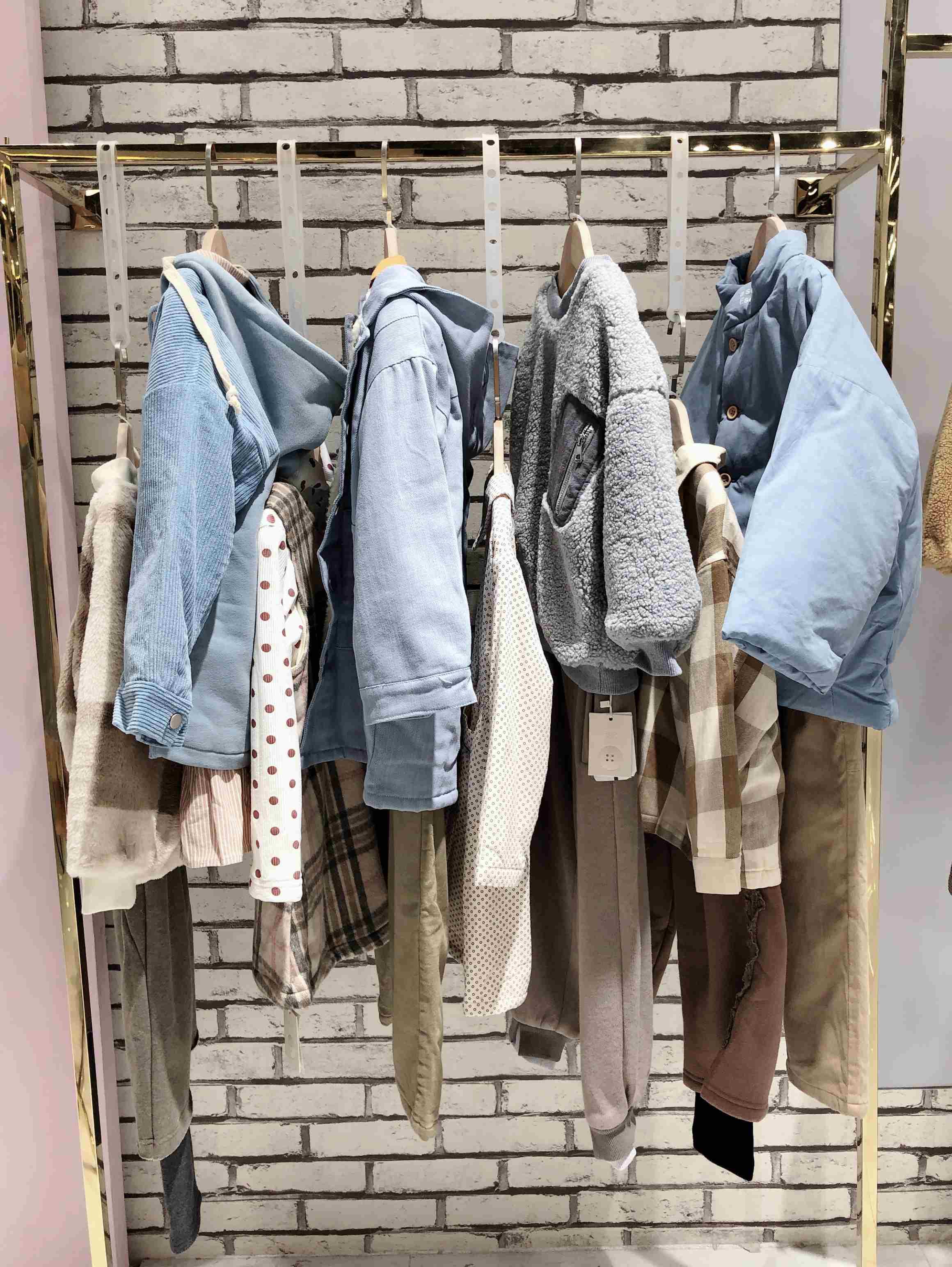 童裝品牌棵棵樹羽絨服外套折扣批發