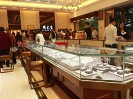香港珠宝巨头业绩大跳水 净利暴跌94%!