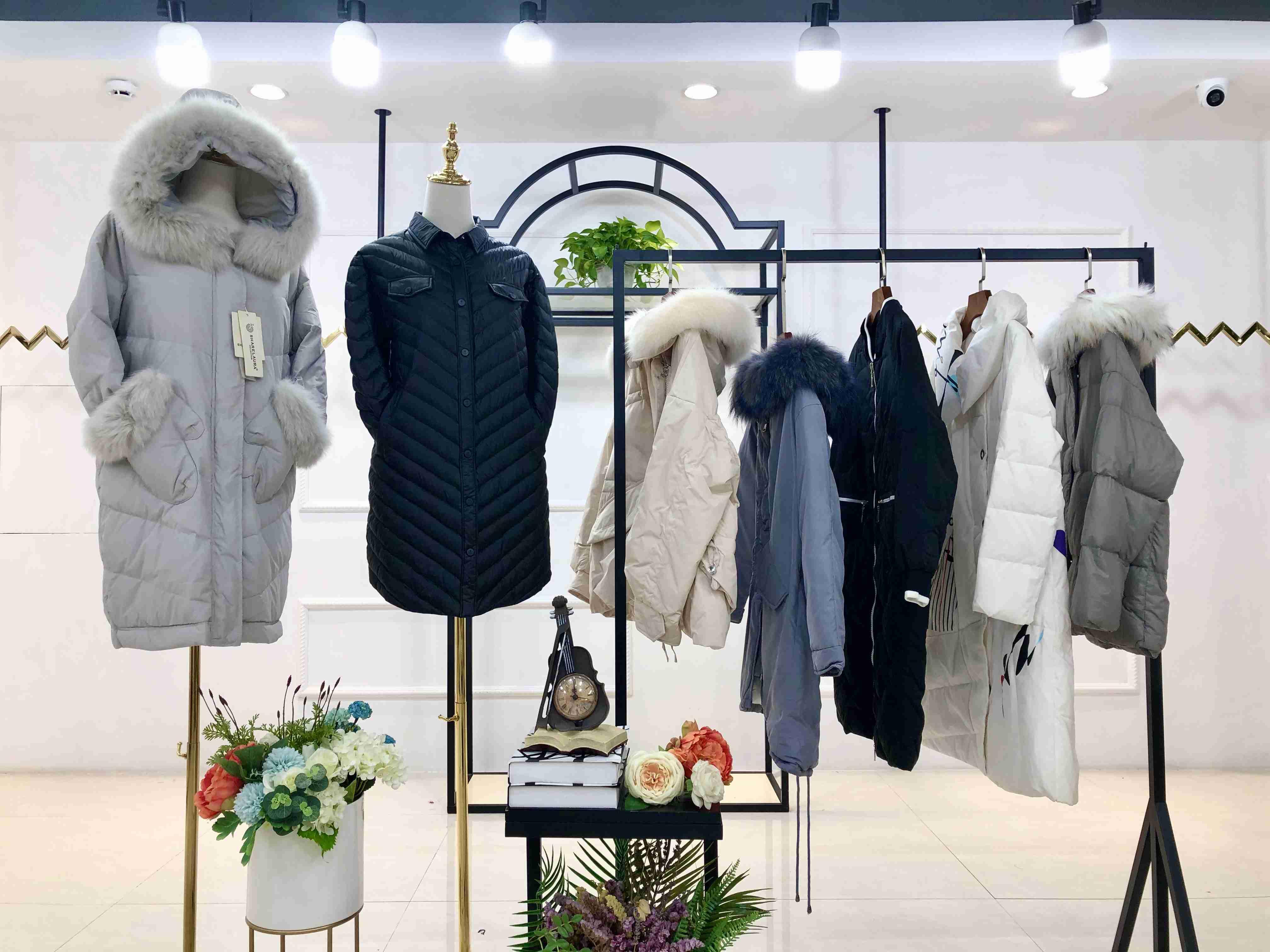 時尚女裝新款品牌艾.零度羽絨服19冬裝品牌折扣尾庫存批發