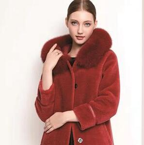 天氣那么冷,來件芮色女裝時尚又保暖!