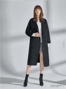 简约风情黑色长款大衣