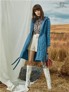 简约风情蓝色羽绒衣