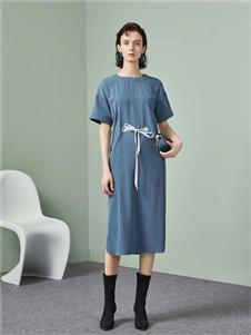 点占女装蓝色连衣裙