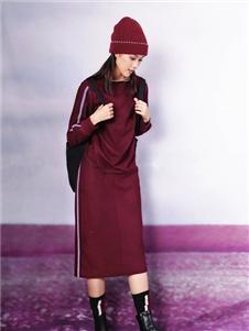 底色酒红色连衣裙