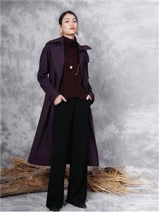 底色紫色风衣