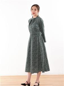 忆花寻连衣裙