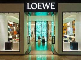 "LOEWE条纹套装遭下架  品牌设计被指""内涵""寓意"