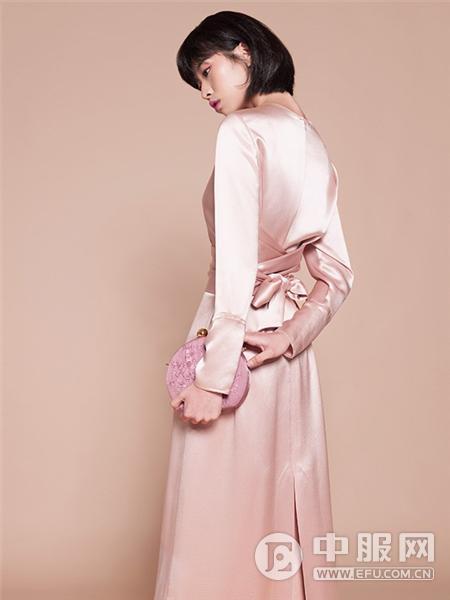 迪凯女装粉色连衣裙
