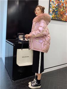 藏九女装粉色羽绒衣