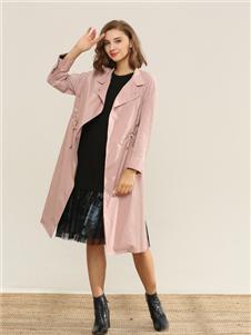 扣扣粉色风衣