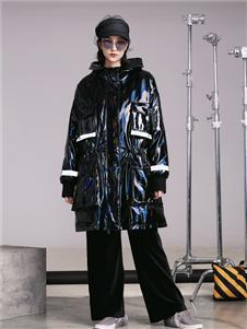 阿莱贝琳女装=黑色漆皮羽绒衣 款号368155