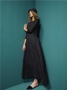 TWOCATS黑色连衣裙
