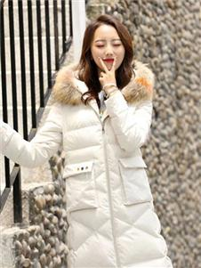色彩一秀女裝白色羽絨衣