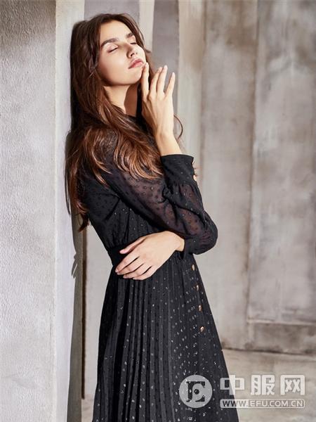 卡蔓女装黑色连衣裙