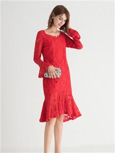 纳纹红色蕾丝连衣裙