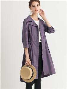 纳纹紫色风衣
