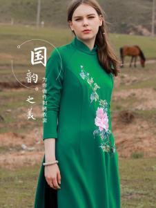 袯荟2019冬女装刺绣裙子