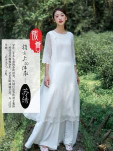 袯荟2019冬女装民族风裙子