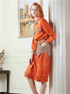 质萃女装橘色连衣裙
