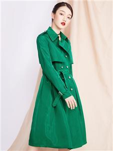 峦左女装绿色外套