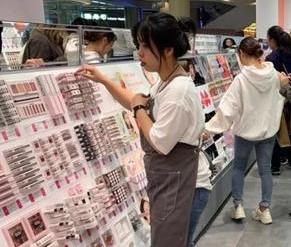 名创优品看上了美妆生意,明年计划开300家店