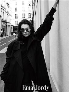 壹麦娇迪女装黑色大衣