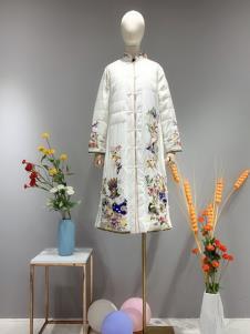卓越女装冬季新款刺绣羽绒服