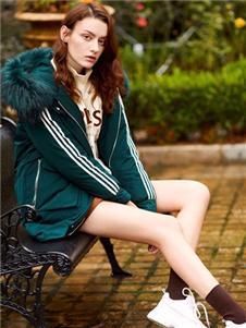 特衣庫綠色毛領棉衣