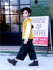 快乐丘比童装黄色马甲针织衫