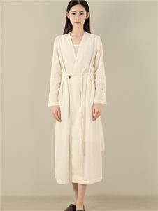 東景記女装米色外套
