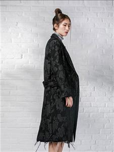 花开嫣然女装黑色印花大衣