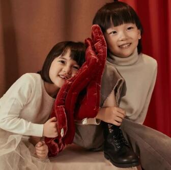 jnbybyJNBY:惊喜!岁末party与小朋友们的新衣