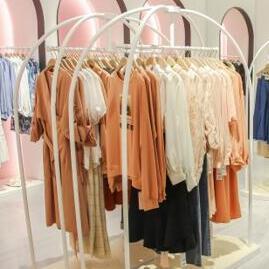 现在有哪些赚钱的好生意?37°生活美学推荐女装店加盟!