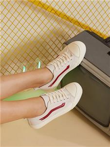 西遇女鞋白色板鞋