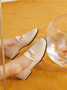 西遇女鞋白色小皮鞋